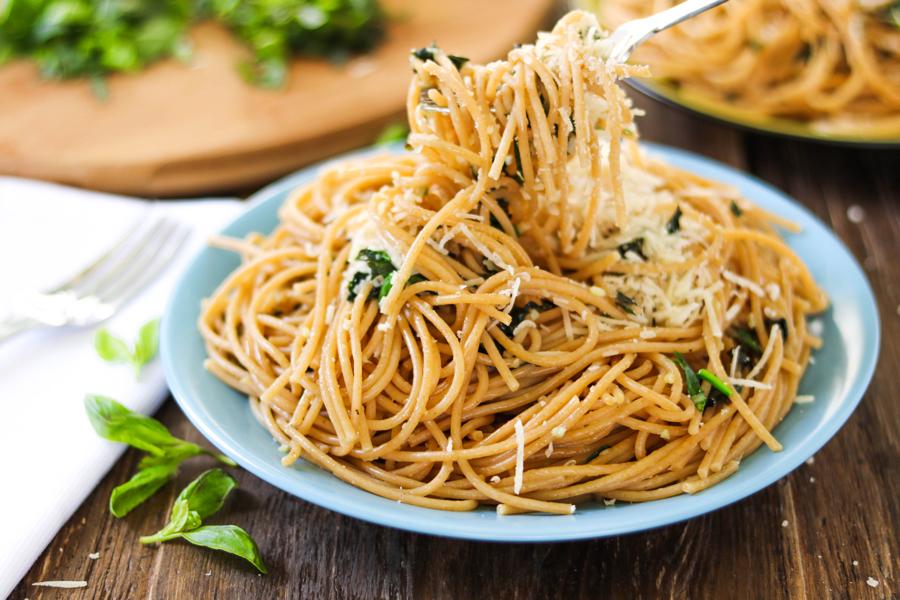 Спагетти. Паста с чесноком. Спагетти с чесноком