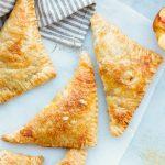 Слоеное пирожное с персиками (нектаринами)