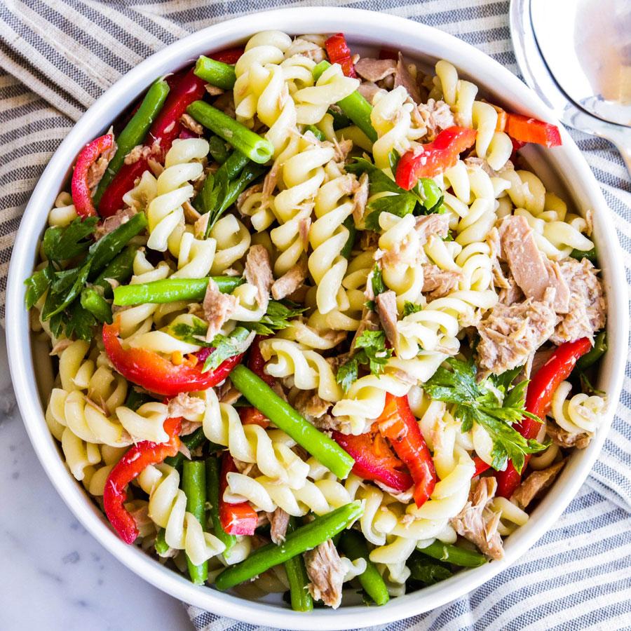 Салат с пастой, тунцом и фасолью