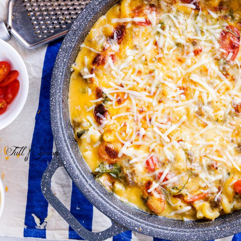 Паста под сырным соусом