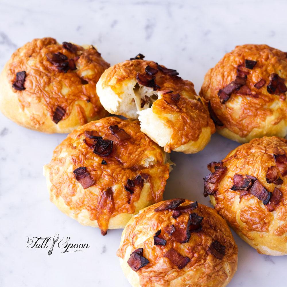 Двойные булочки с сыром и беконом (видео)