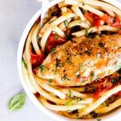 Куриные грудки в томатном соусе