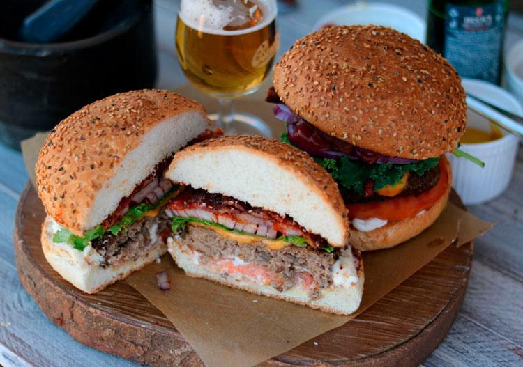Гамбургер с беконом