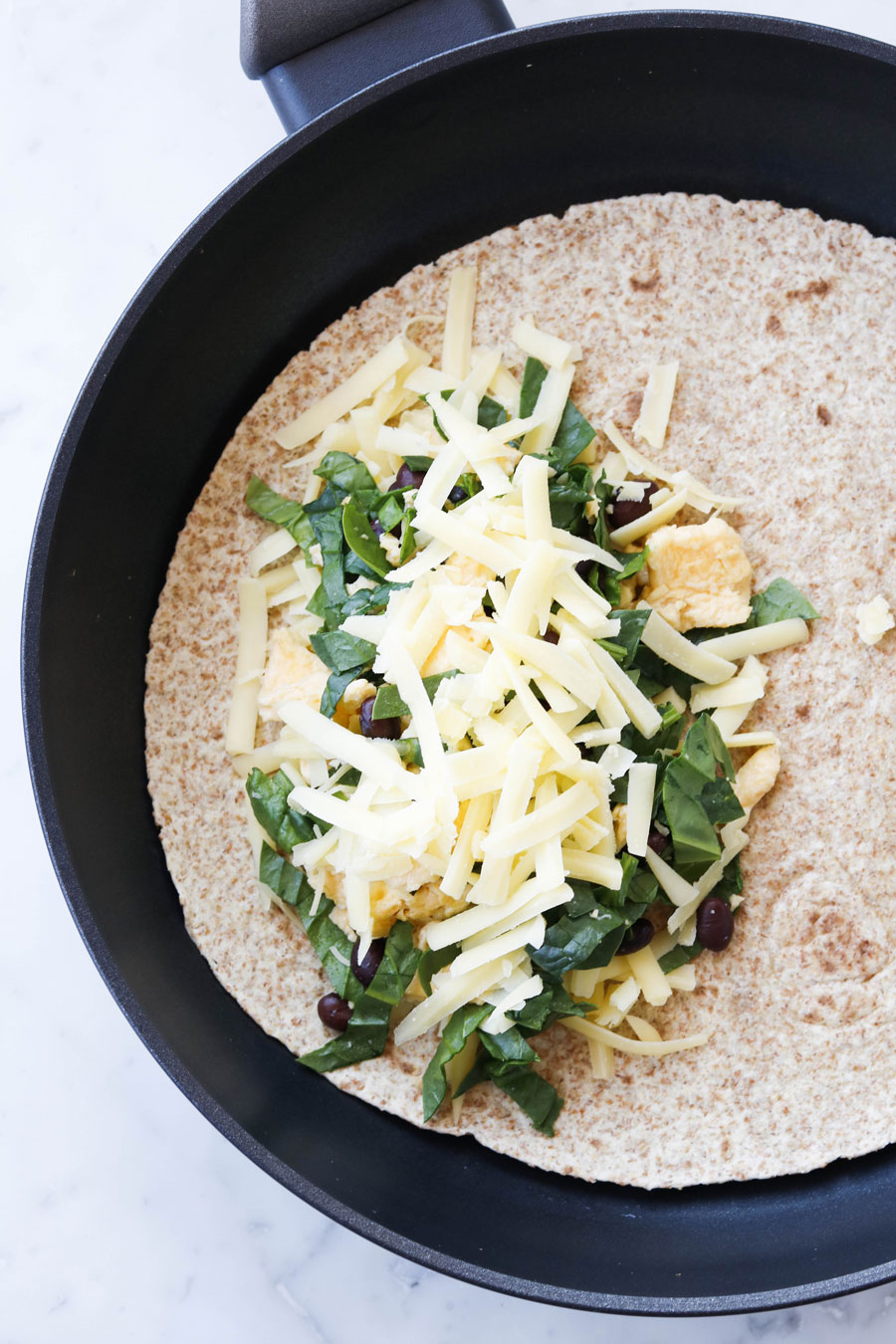 Как приготовить кесадилью со шпинатом и черной фасолью: