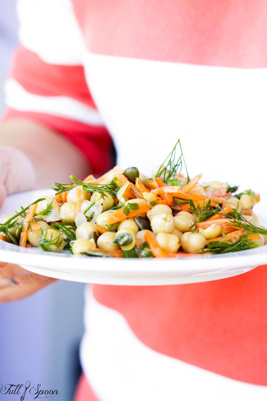 Салат из нута и моркови