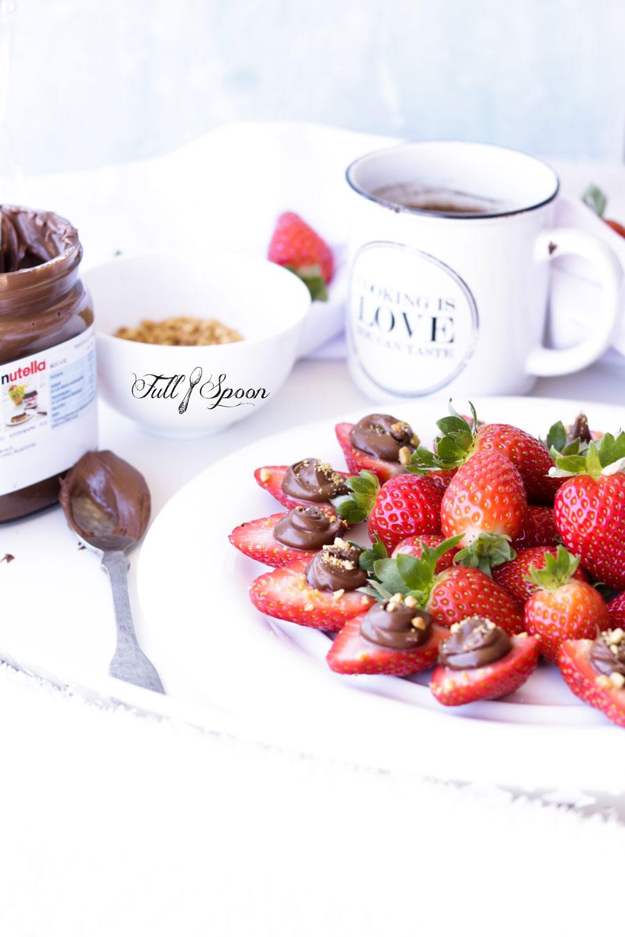 клубника с шоколадной пастой