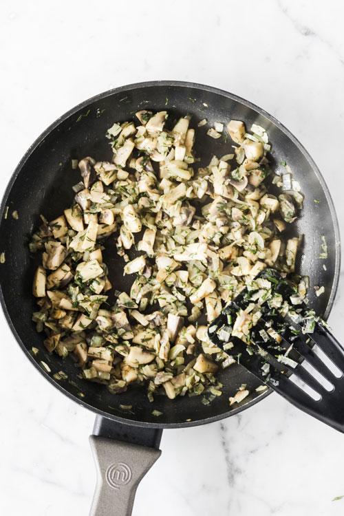 Картофельные оладьи с начинкой из грибов